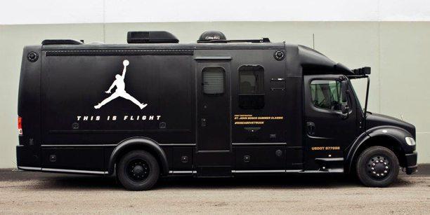 El camión-tienda con el que la marca se hace presente en las calles.