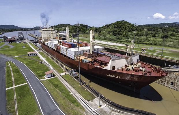 barco_canal_panama1