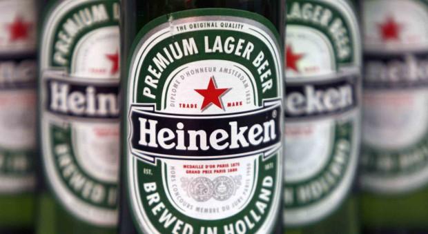 Botellas de cerveza Heineken. Foto: Reuters.