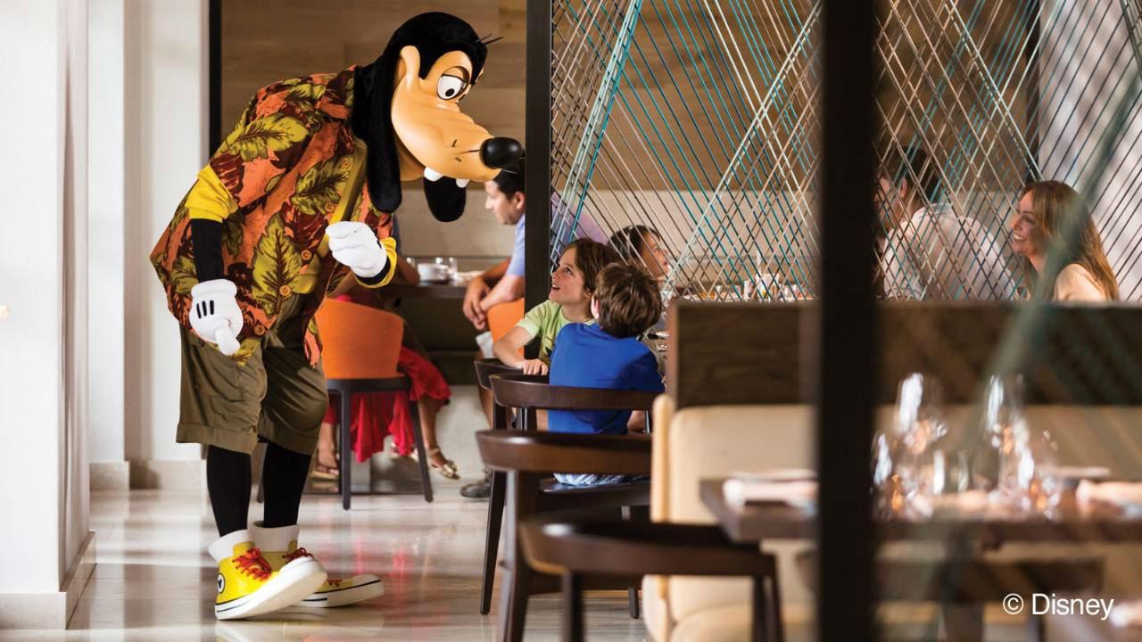 Desayuno con personajes