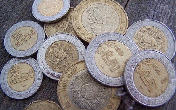 Monedas mexicanas de cinco y 10 pesos (Foto: Reuters)