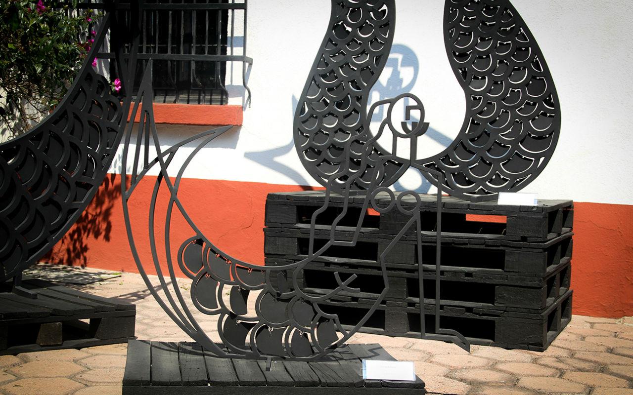 'Sirena de frente', de Ángela Gurría, en el patio de escultura de Arte Hoy.