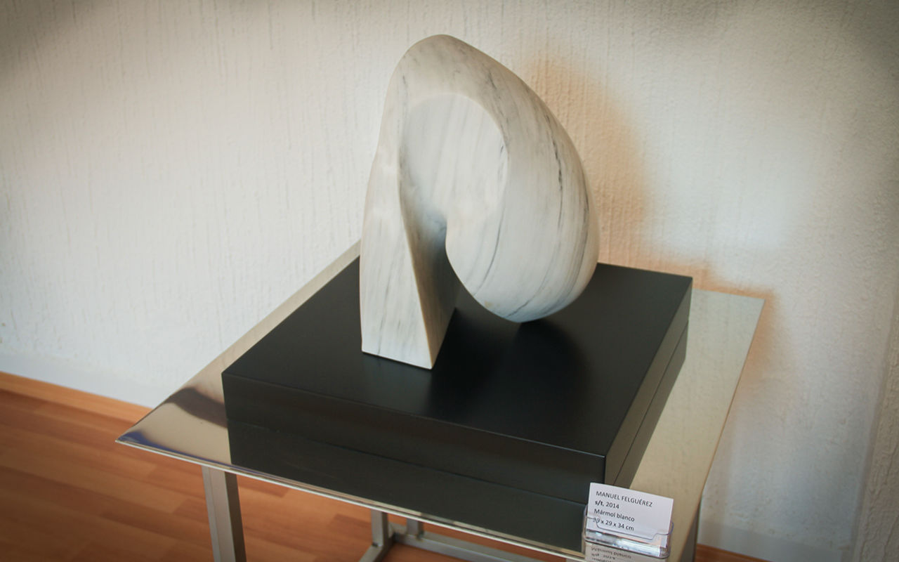 Pieza s/t del artista Manuel Felguérez. Mármol blanco, 2014.