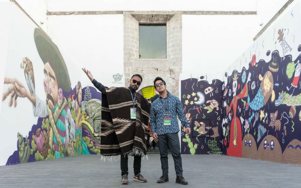 Muestra del intercambio cultural entre México y Singapur elaborados por los artistas Eman Jeman (izquierda) y  Alejandro González (derecha).