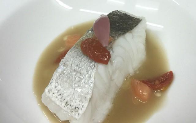 Pescado en jugo de anchoas