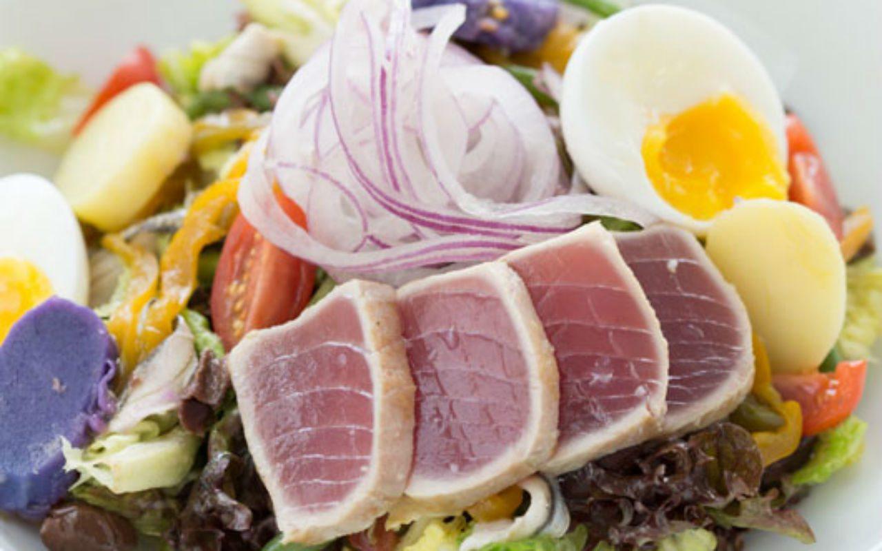 La calidad gastronómica es uno de los servicios de los hoteles que se mira con lupa. Cheval Blanc conjuga alta cocina con presentaciones frecas y relajadas.
