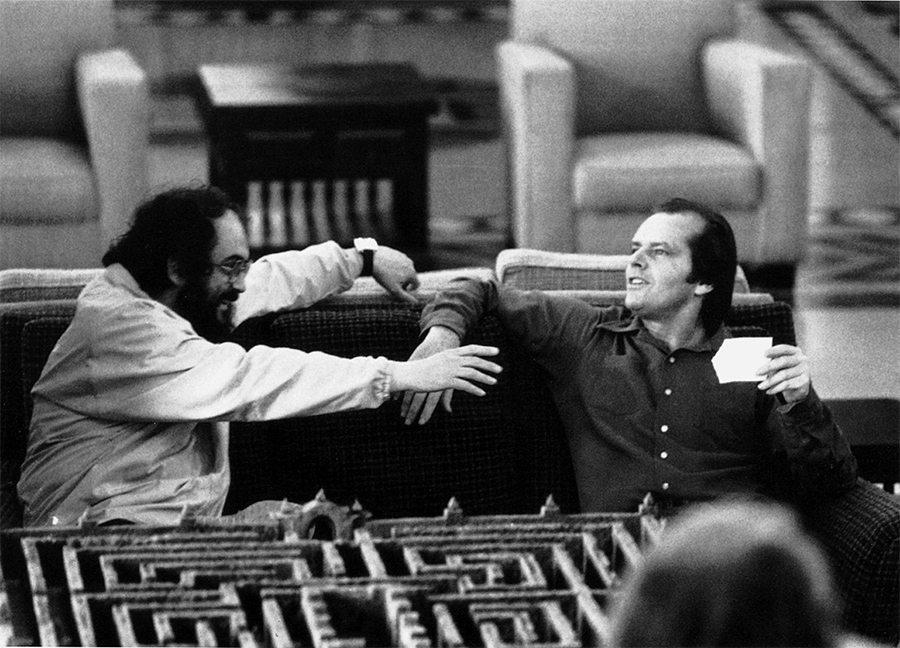 The Shining, dirigida por Stanley Kubrick (1980; GB/United States). Stanley Kubrick y Jack Nicholson en el set de The Shining. © Warner Bros. Entertainment Inc.