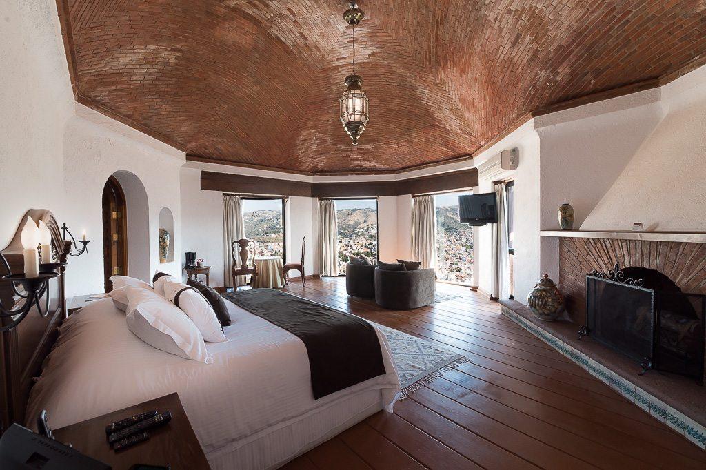 Hotel Misión Casa Colorada