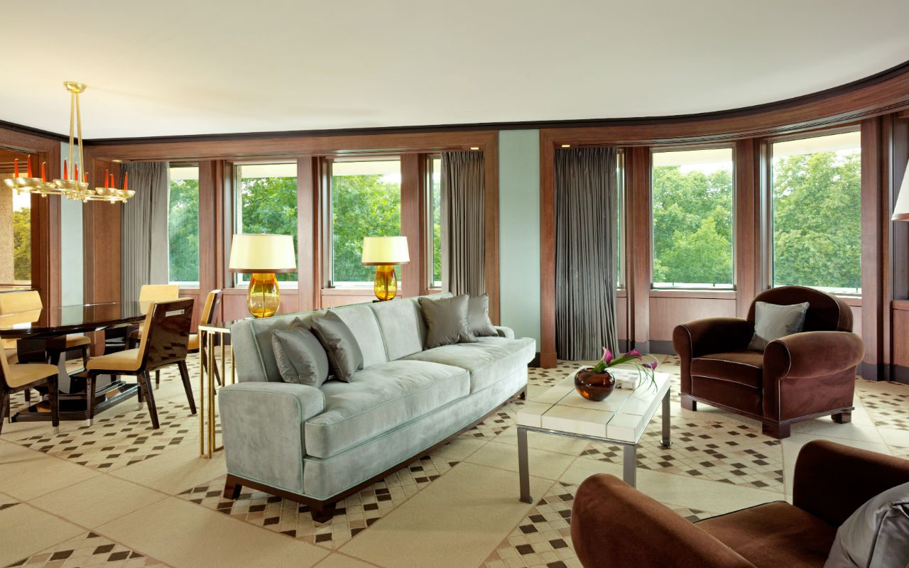 40125664_4th_Floor_Park_Lane_Suite_sitting_dining_room