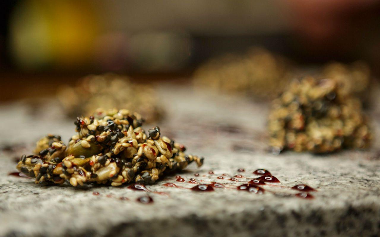 Frutos secos con reducción de vino tinto