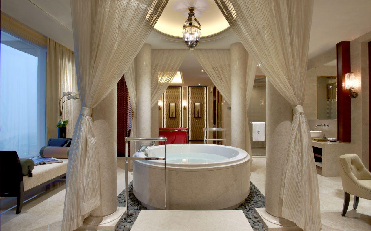Hi_BTCNMC_45646097_BTCNMC_Guest_Room_PSuite_-_Relaxation_Pool