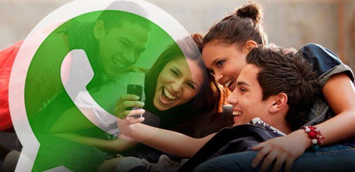 Comunicación de los millennials a través de las redes sociales y la mensajería instantánea mediante sus smartphones. (Foto: tecnomageek.com)