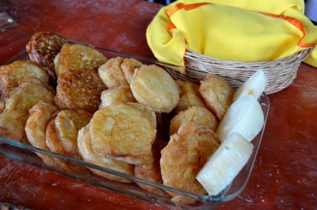Tortitas de chinchayote capeadas.
