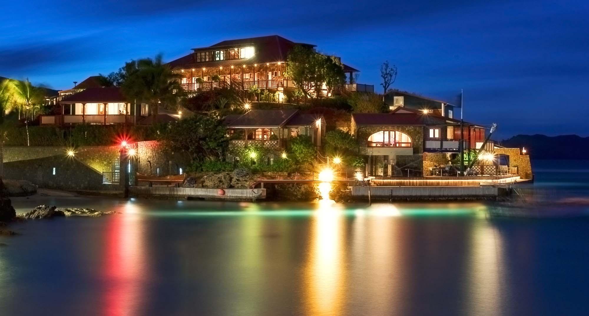isla_bartolome_hotel