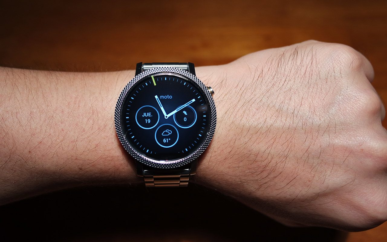 La única gran variación en el diseño de la segunda generación es el paso del botón físico de las 15 a las 10.