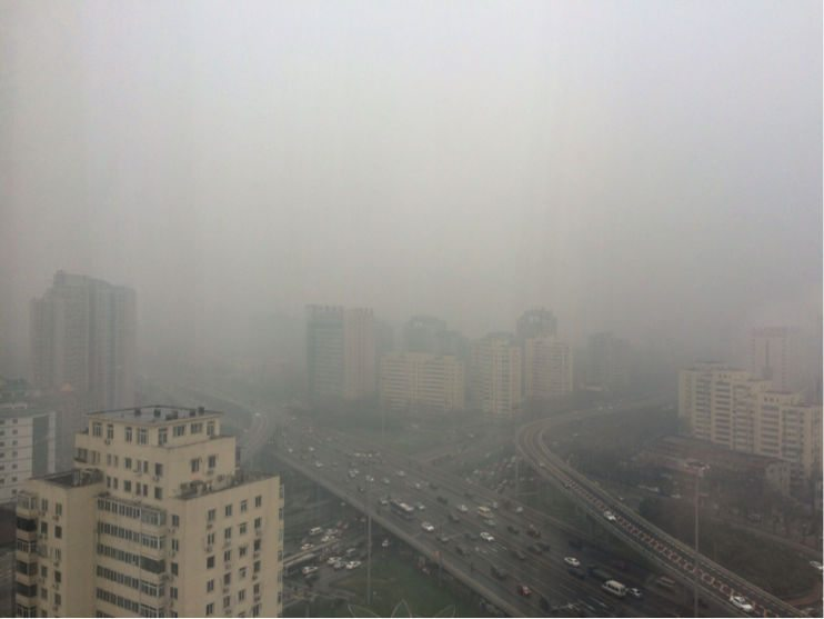 Nivel de visibilidad en el panorama de Beijing, el 14 de diciembre de 2015. (Foto: Personal del CIDAC, en la primera reunión rumbo al G-20 en Beijing, China)
