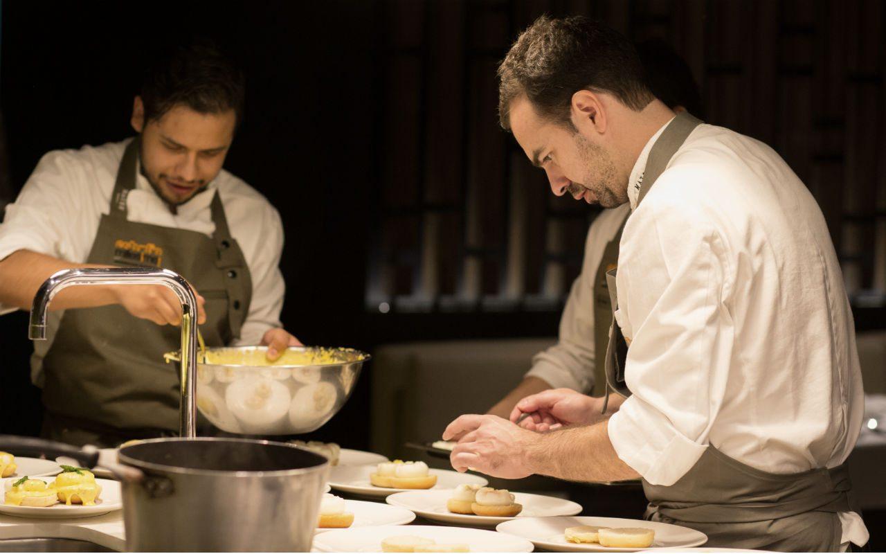 Óscar Portal, chef de Estudio Millesime, supervisa los detalles del desayuno.