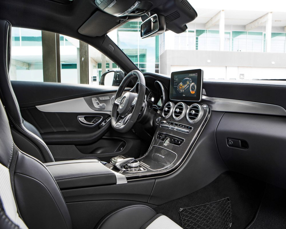 Mercedes-AMG C 63 S Coupé (C 205) 2015; Interieur: Leder kristallgrau/schwarz, AMG Zierteile Carbon/Aluminium mit Längsschliff hell interior: leather crystal grey/black, AMG carbon-fibre/light longitudinal-grain aluminum trim