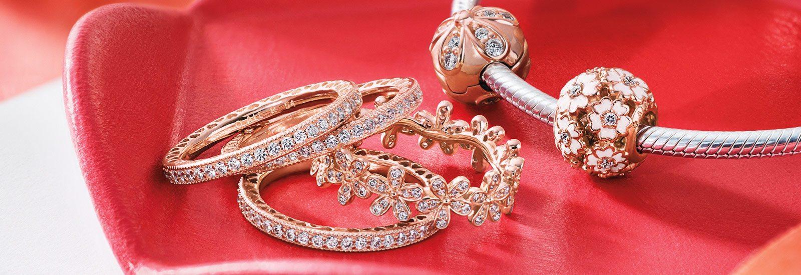 La primera colección de Pandora en oro rosa