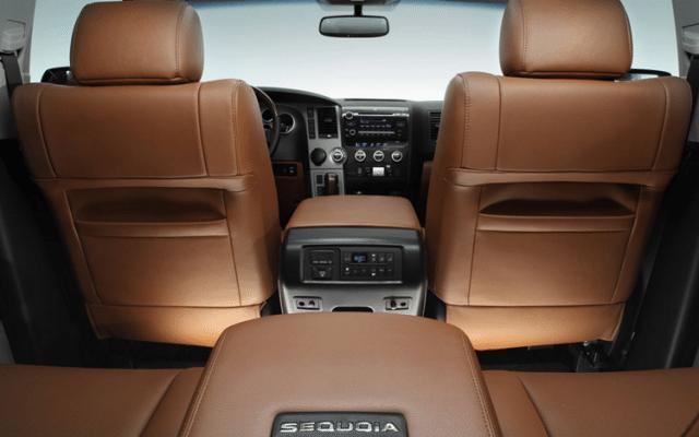 Interior de la SUV Sequoia de Toyota