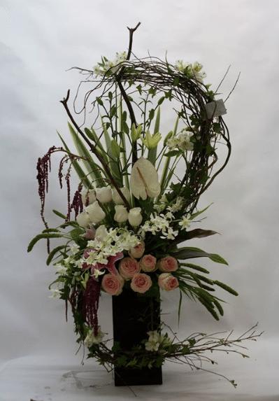 Arreglo de flores en base alta de Florería Mariela