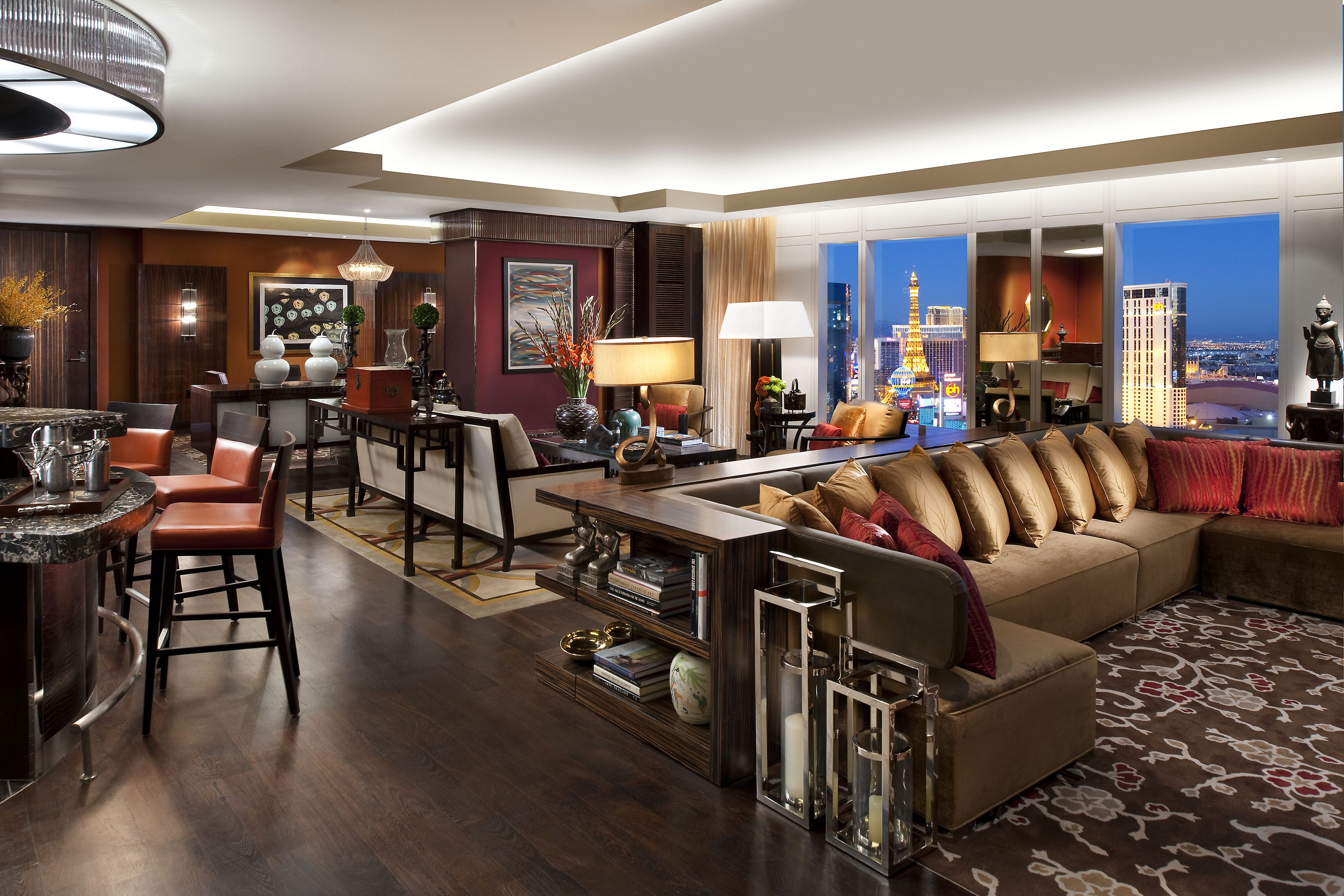 las-vegas-suite-taipan-suite-lounge-panorama-1