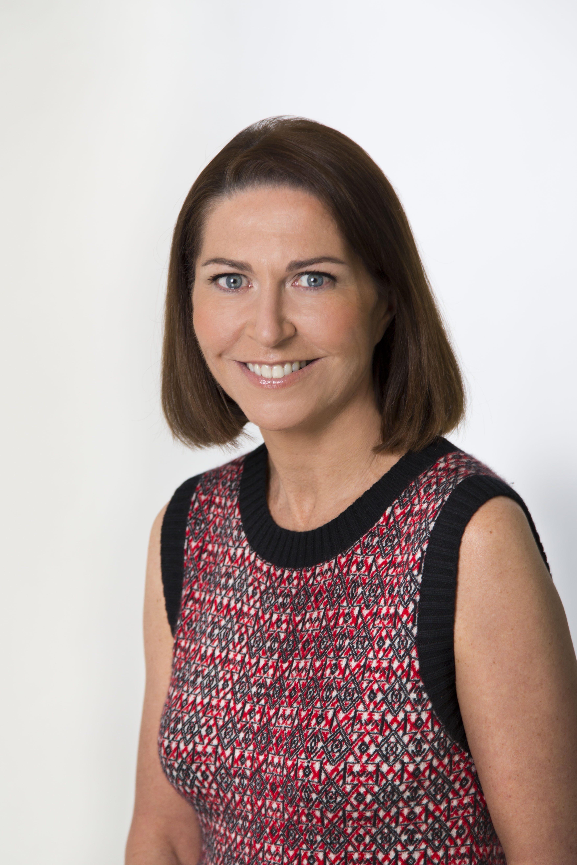Marie-Hélène Lair, directora de comunicación científica de los laboratorios Clarins. Abajo, Jacques Courtin-Clarins, fundador de la marca.
