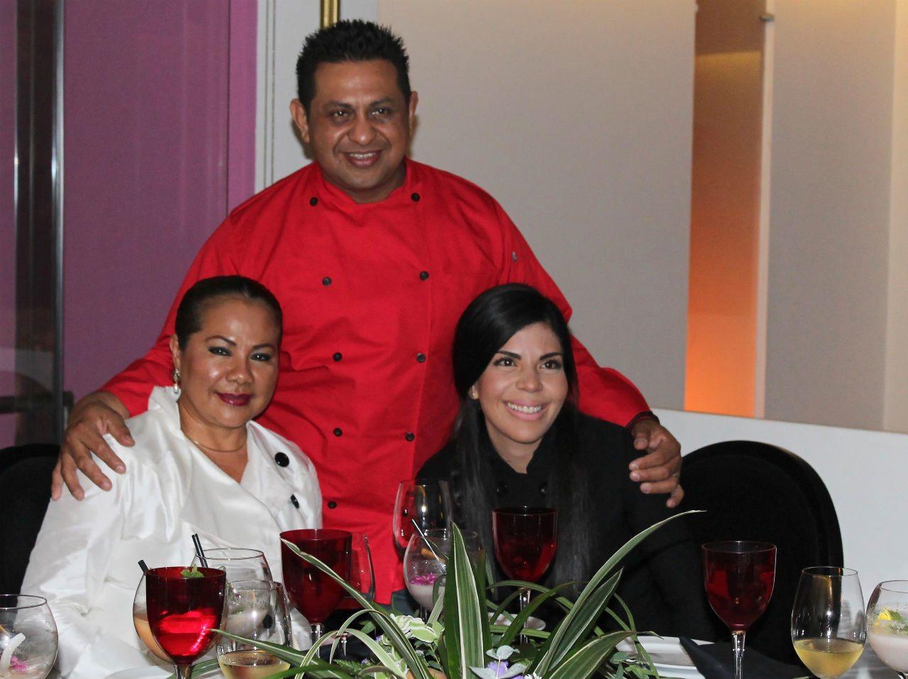 En la foto: los chefs tabasqueños María Celia Flores, Froylán Torres y Gabriela Ruíz.