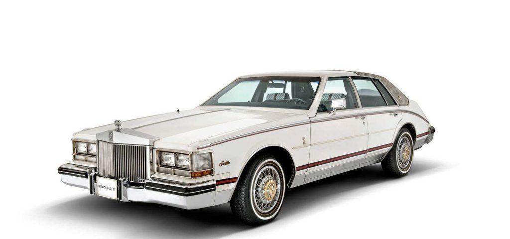 Cadillac adornado con tapicería autentica de Gucci
