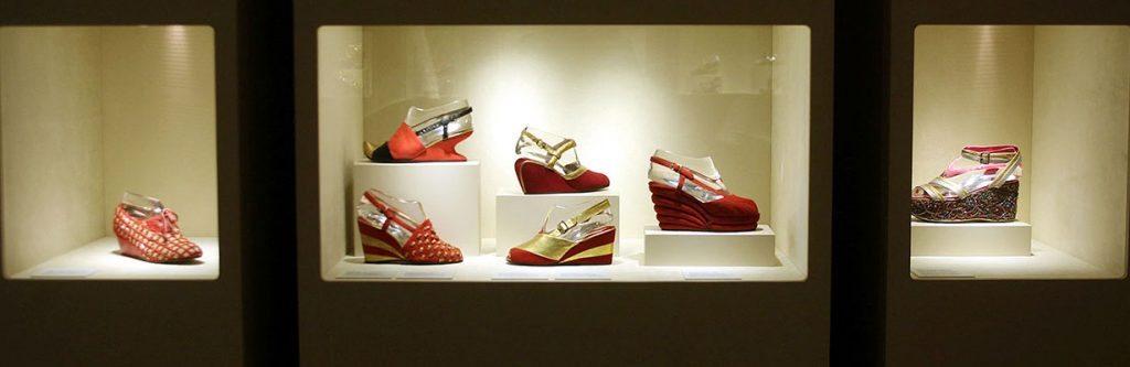 Vitrina de zapatos dentro del Museo Ferragamo