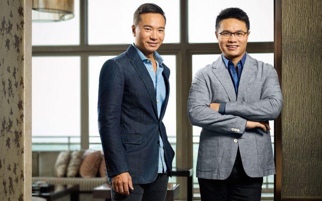 Ken Chu (derecha) con su hermano Tenniel