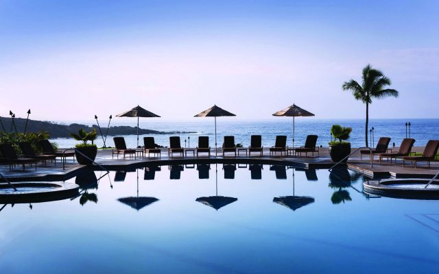 four-seasons-pool-lanai-hawaii