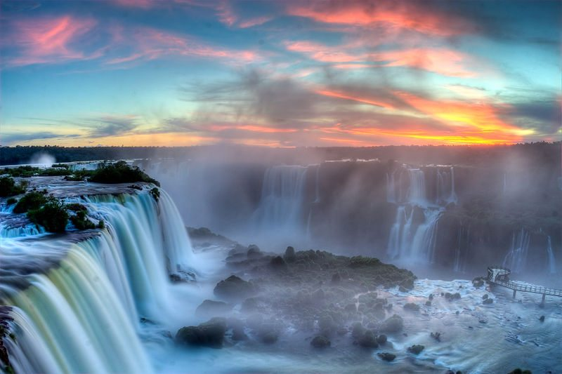 800px-Sunset_over_Iguazu2