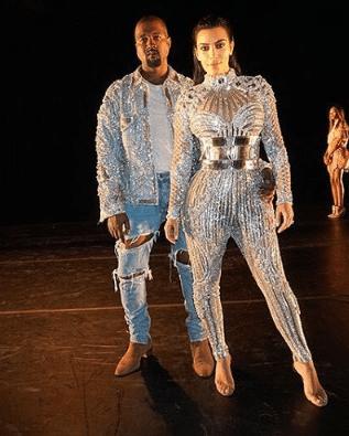 Kim Kardashian y Kanye West usando Balmain