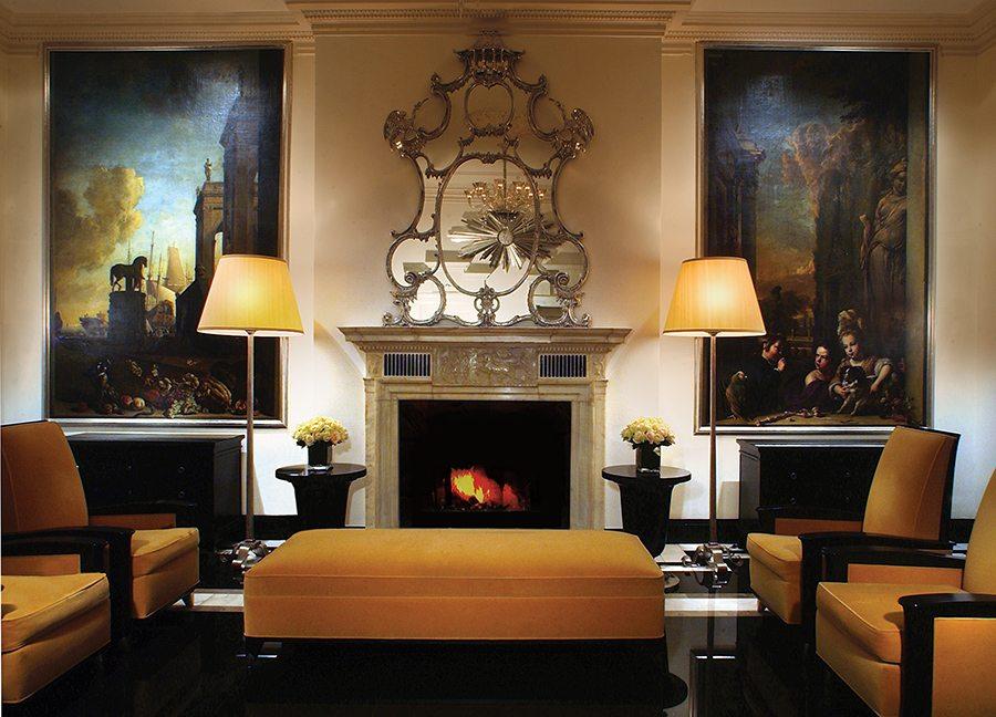 Uno de los salones de The Carlyle, donde el art déco se funde con la elegancia.