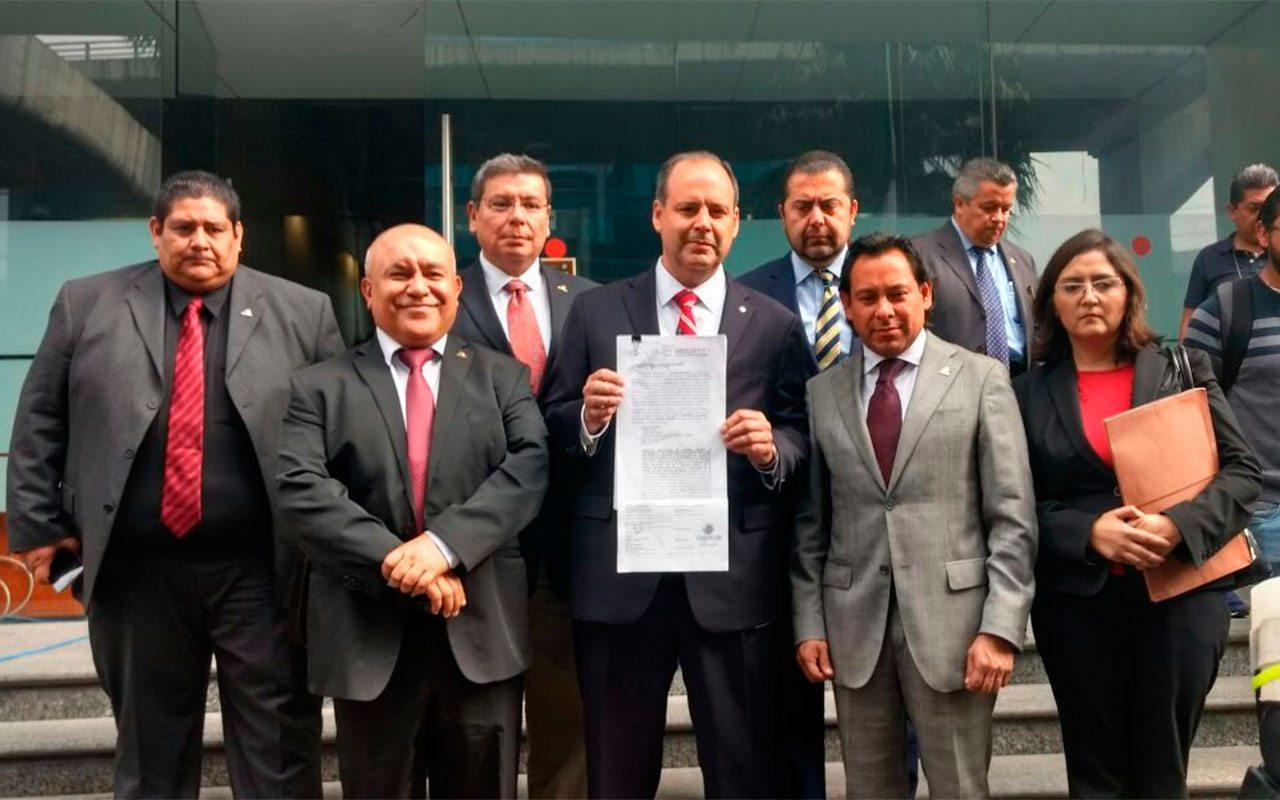 Presidente y miembros de Coparmex tras presentar demanda contra EPN.