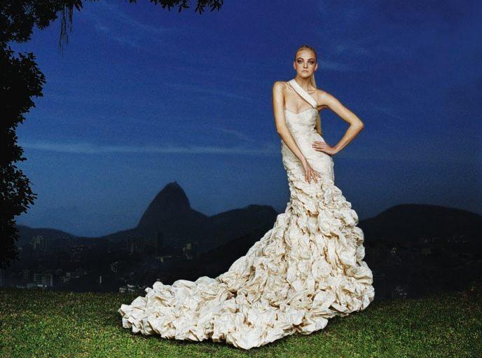 Vestido de alta costura diseñado por Carlos Miele