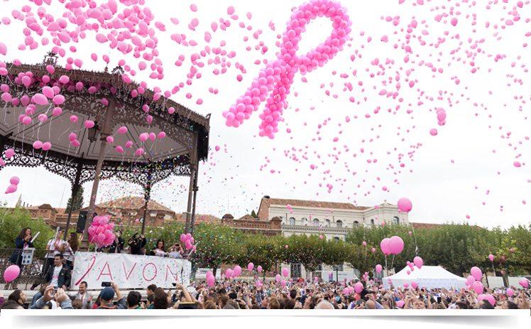 Caminata contra el cáncer de mama de avon en Alcalá, España.