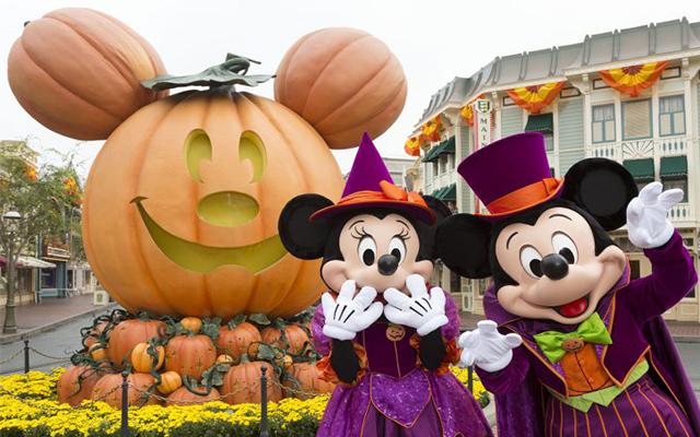 Disneyland se une a la celebración de Halloween.
