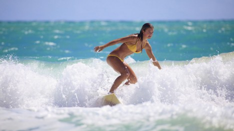 Four Seasons te invita a surfer en el mar de Punta Mita.