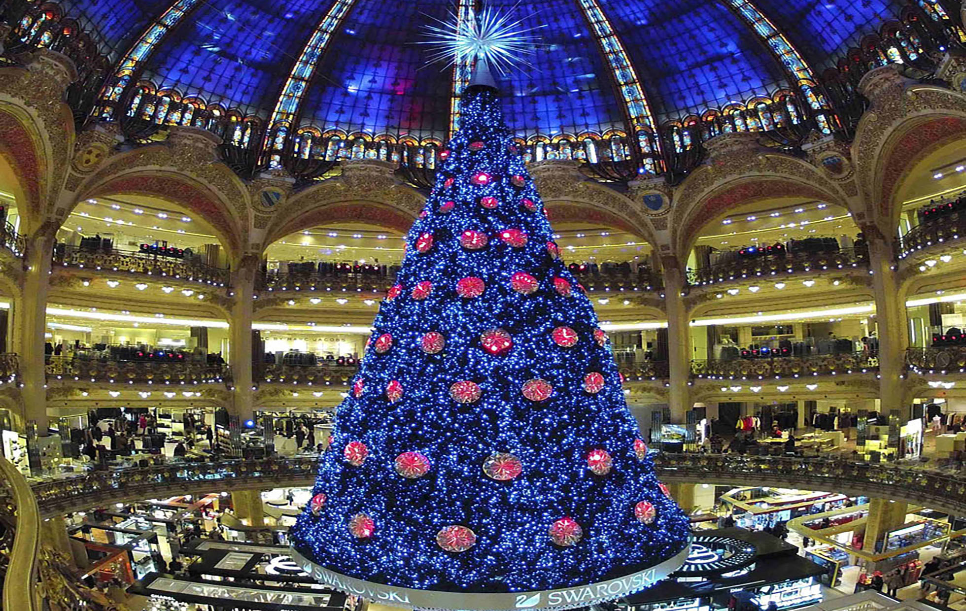 A giant Christmas tree stands in the middle of the Galeries Lafayette department store in Paris ahead of the holiday season in the French capital, December 13, 2012. REUTERS/Charles Platiau (FRANCE - Tags: SOCIETY)