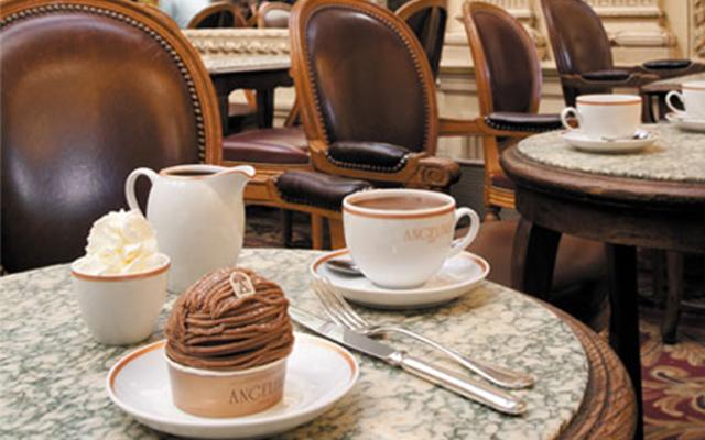 Los esenciales del salón de té Angelina ubicado en París.