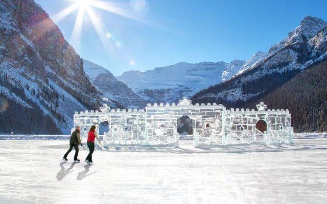 En invierno se puede patinar dentro del lago.