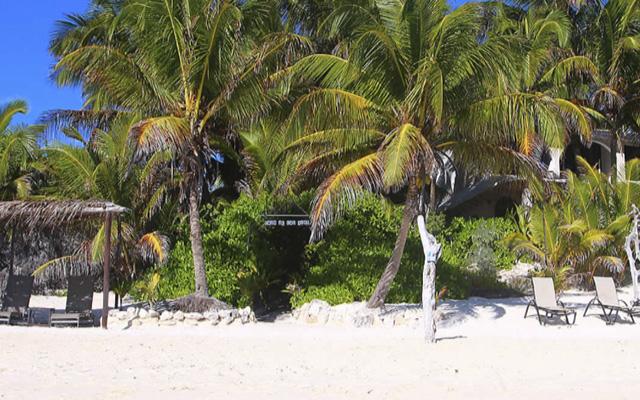 Playa virgen privada que pose Casa de Olas.