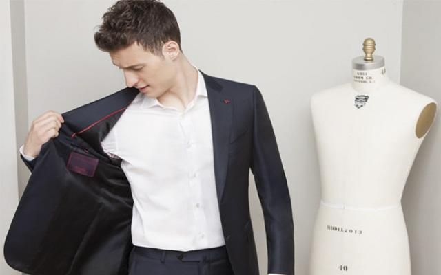 El cliente que quiera un traje personalizado tardará en tenderlo alrededor de 10 semanas.