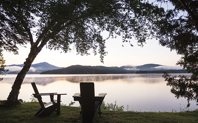 Vista al lago desde el hotel Lake Placid Lodge.