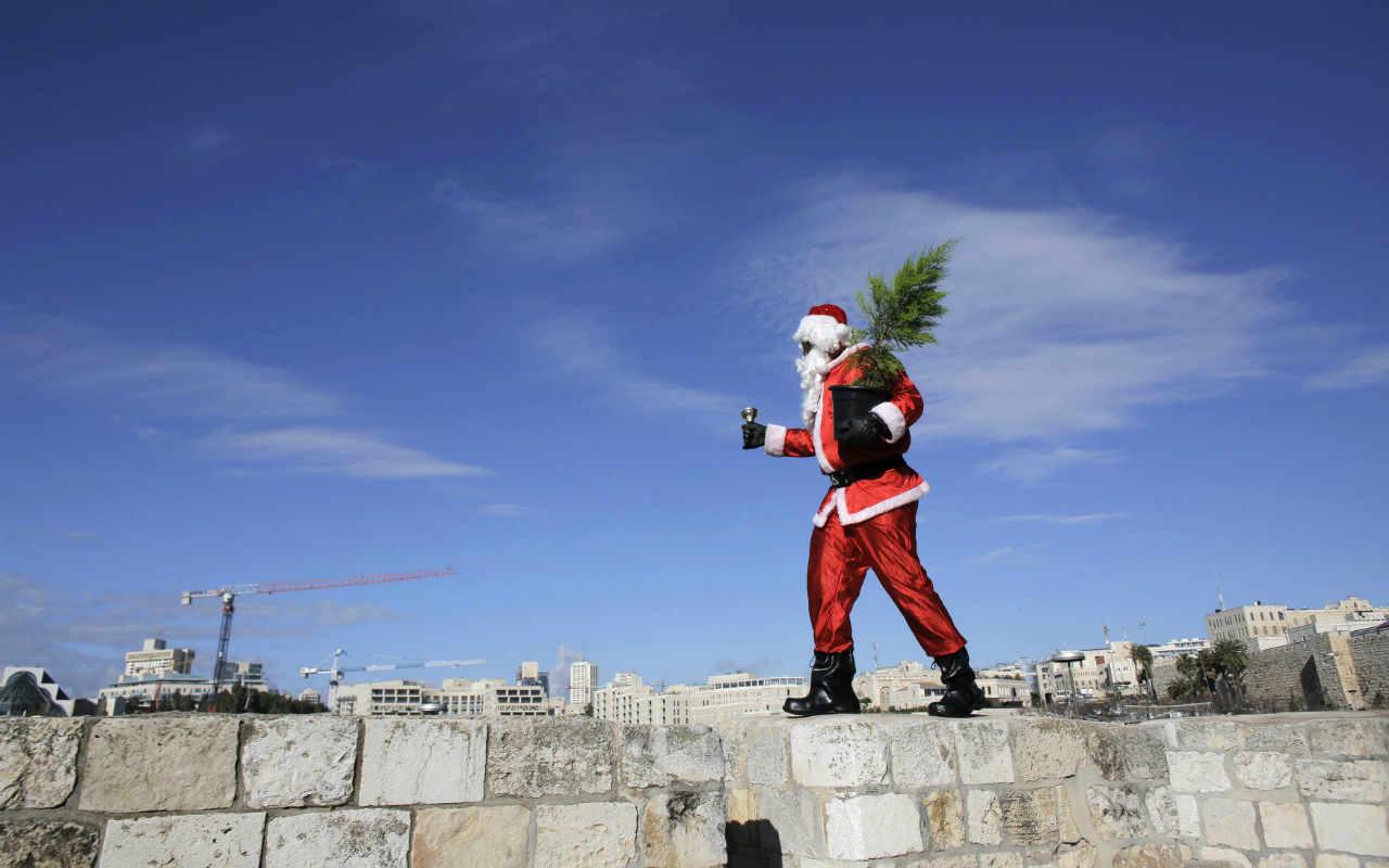 Santa Claus compra en dólares