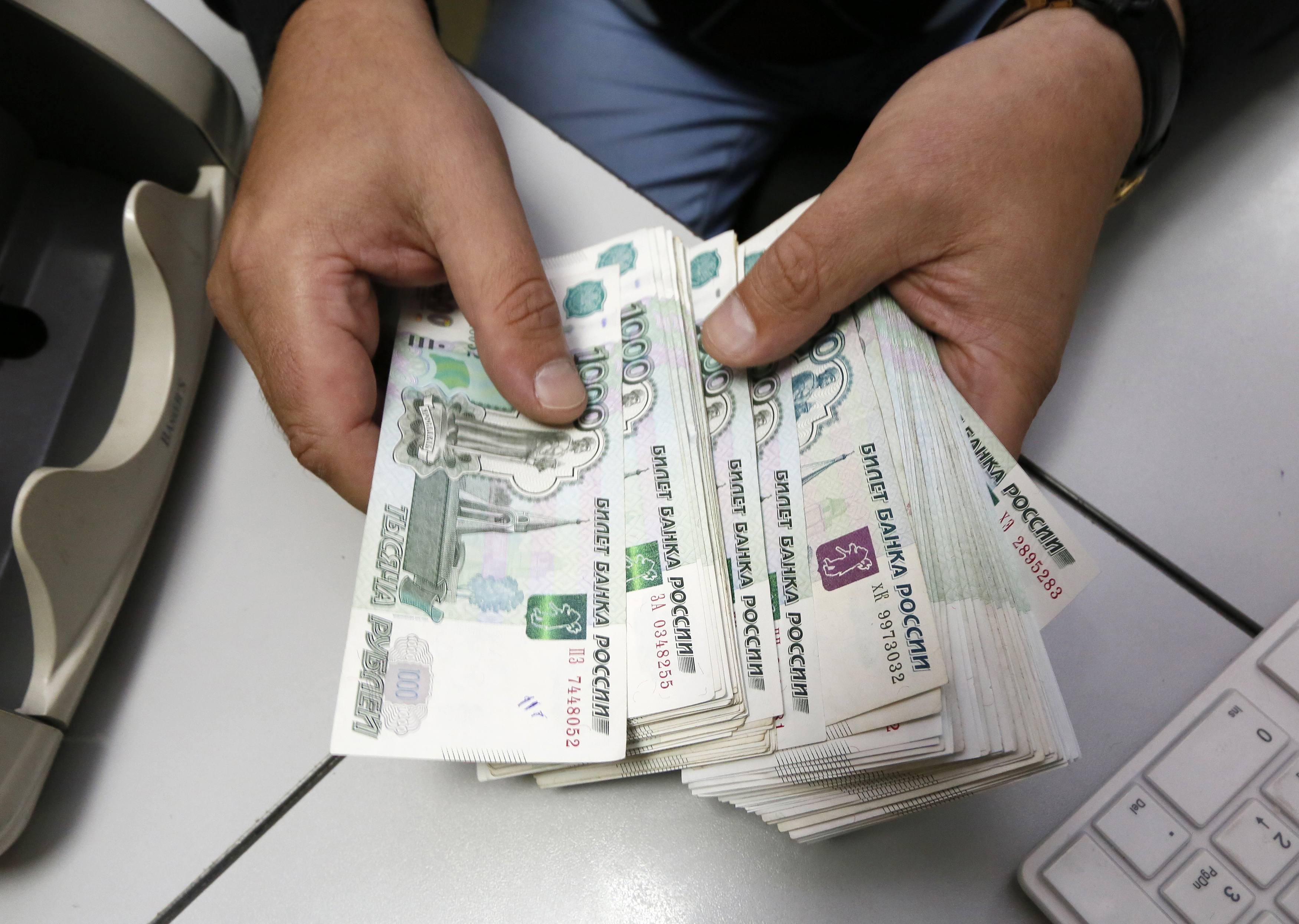 S&P recorta nota crediticia de Rusia a 'BB+'