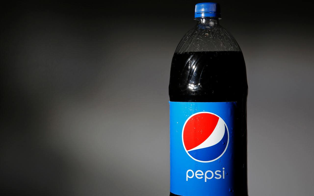 Refrescos de Pepsi tendrán menos azúcar hacia 2025