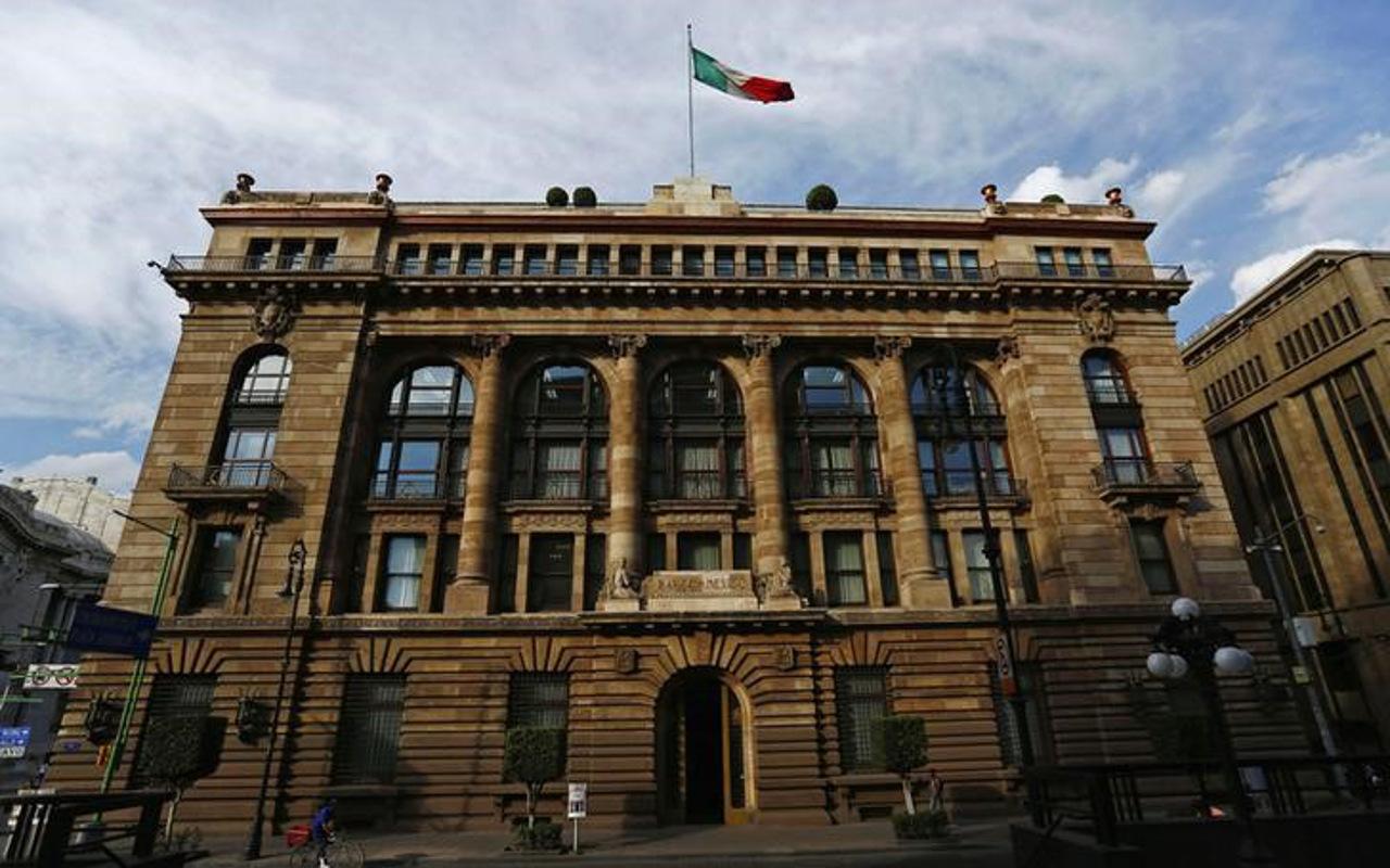 Banxico decidió por unanimidad subir su tasa clave: minutas